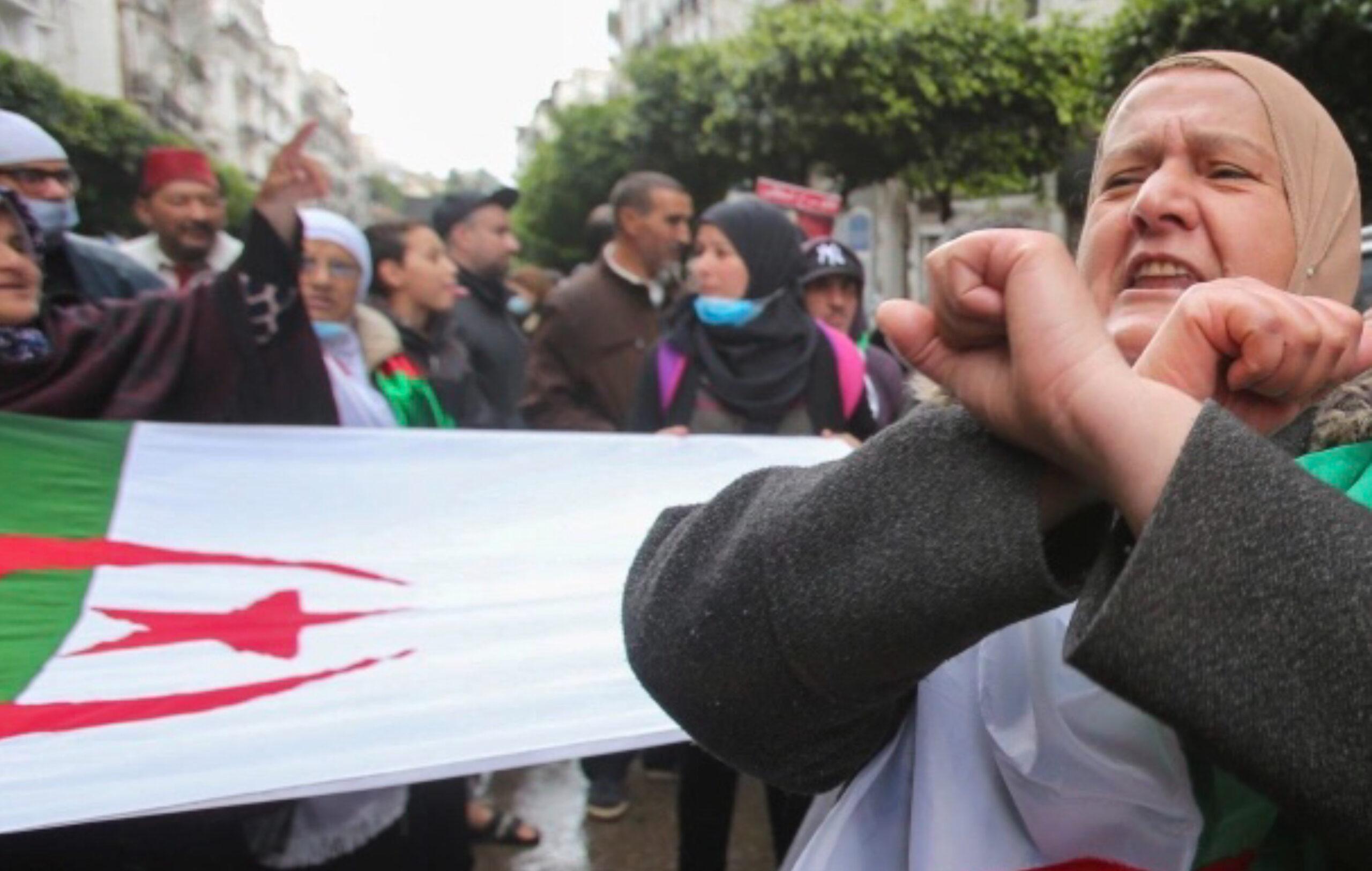 العزوف في انتخابات الجزائر .. مواقع التواصل بدل المهرجانات الشعبية